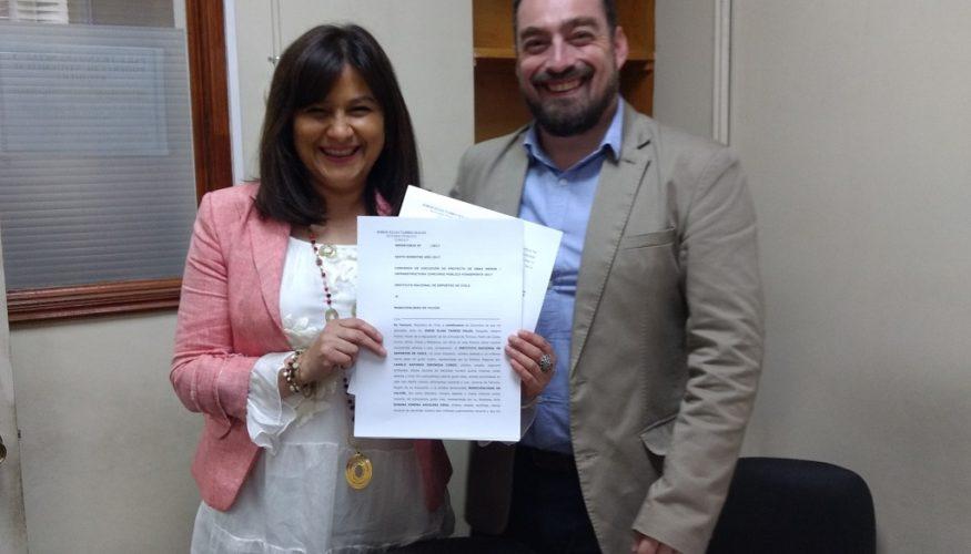 Alcaldesa firmó convenio con IND para mejorar implementación deportiva en  Gimnasio Municipal de Vilcún 9909af4e4d81c